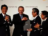 Prime Minister of Japan, Shinzo Abe President of the IOC Jacques Rogge, President of the Tokyo 2020 Committee Tsunekazu Takeda and Governor of Tokyo, Naoki Inose sign the host city contract after Tokyo is awarded the 2020 Summer Olympic Games during the 125th IOC Session - 2020 Olympics Host City Announcement at Hilton Hotel on September 7, 2013 in Buenos Aires, Argentina.
