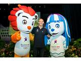 Olympic champion Michael Klim hangs out with Singapore 2010 Youth Olympic Games mascots Lyo (left) and Merly (right).