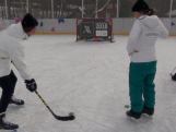 Aussie athletes test themselves at ice hockey