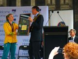 Sally Pearson accepted the keys to the city from Brisbane's Lord Mayor Graham Quirk on behalf of the Olympians at the Welcome Home Parade on 23 August, 2012.