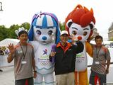 Singaporean support runners pose for photos with the mascots after a welcoming ceremony for Singapore 2010 Youth Olympic Games in Berlin.